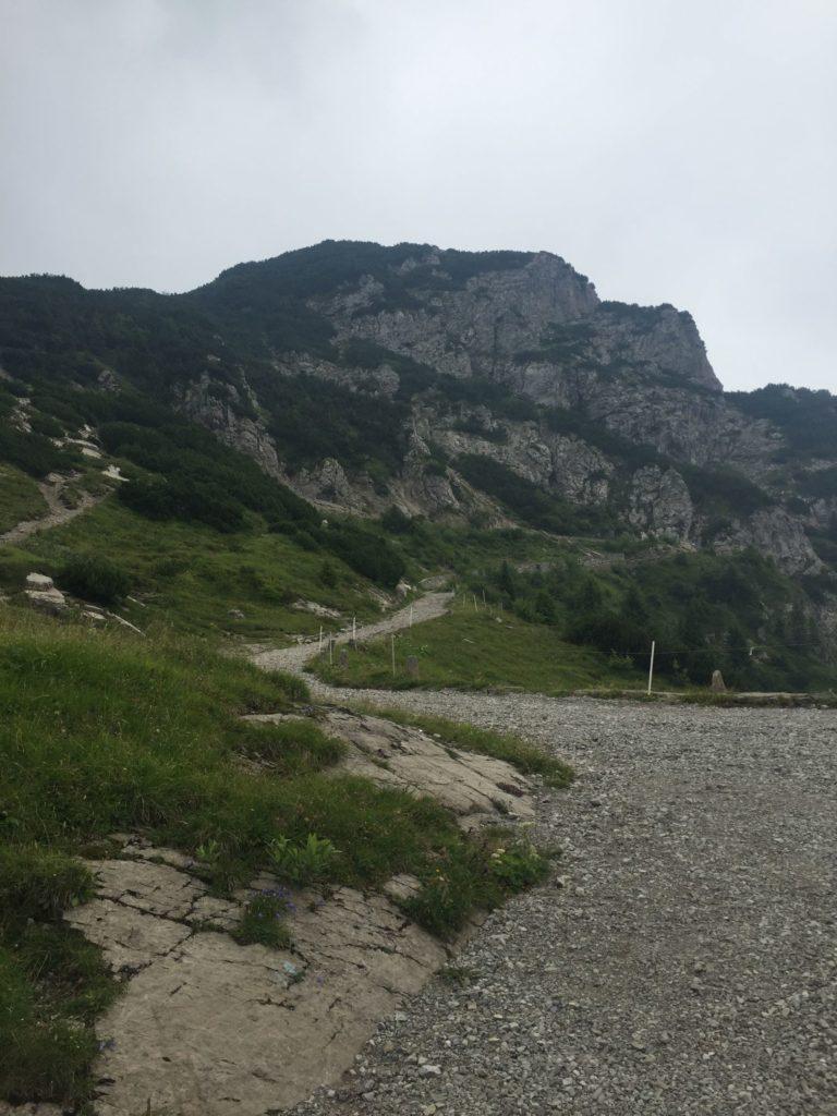 Alte Militaerstrasse zum Tremalzo Pass - es gibt auch flache Abschnitte