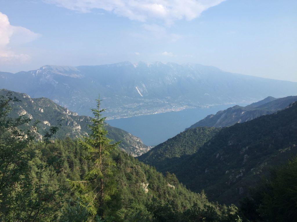 Ausblick vom Passo Guil hinab auf den Gardasee