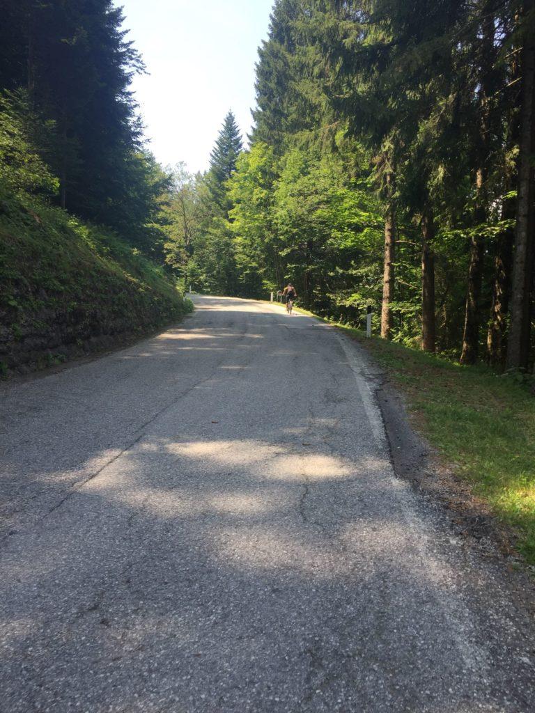 Die Passstrasse zum Tremalzo zieht sich fast 1000 Hoehenmeter