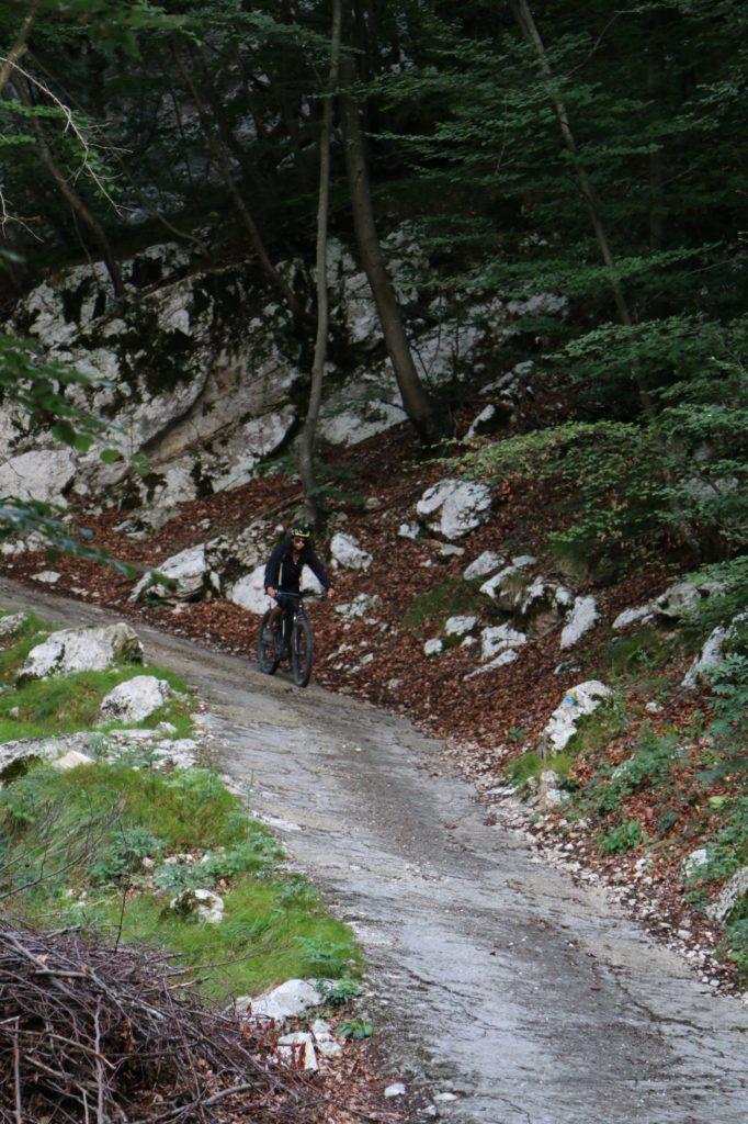 Steile Betonrampe von Leano ins Ledrotal nach Pre